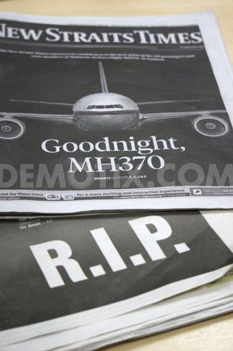 1395758235-malaysian-newspaper-mourn-loss-of-mh370_4293109[1].jpg