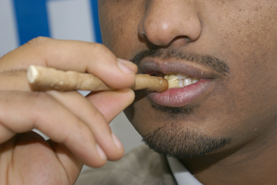 Men-Miswak-Doing[1].jpg